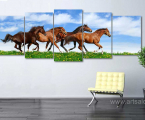 Modulnaya-kartina-begushie-loshadi-razmer-100x300-sm-print-canvas